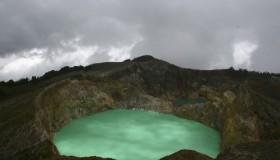 1352300019_kelimuturu-3coloured-lake-in-indonesia-15