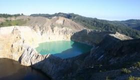 1352300041_kelimuturu-3coloured-lake-in-indonesia-11