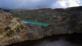 1352300055_kelimuturu-3coloured-lake-in-indonesia-16