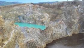 1352300072_kelimuturu-3coloured-lake-in-indonesia-6