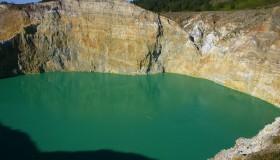 1352300093_kelimuturu-3coloured-lake-in-indonesia-2