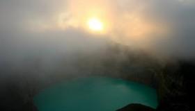 1352300100_kelimuturu-3coloured-lake-in-indonesia-12